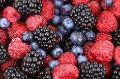 هل تتلذذ بتذوق الفواكه الحمراء؟