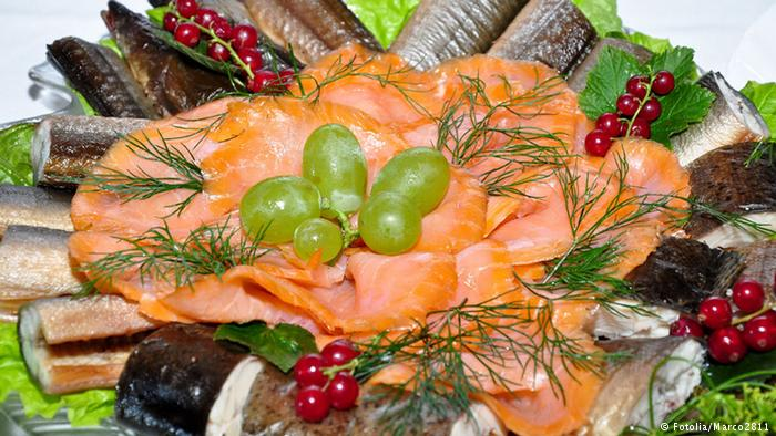 صحيح أم خطأ : الطعام النيء صحي لأن القيمة الغذائية تقل أثناء الطهي