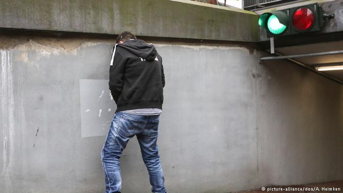 إذا تبولت على هذا الحائط .. سيتبول عليك!